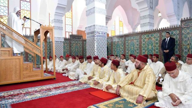 SM le Roi, Amir Al Mouminine, accomplit la priأ¨re du vendredi أ  la Mosquأ©e Al Imam Al Boukhari أ  Tanger